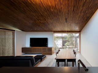Eclectic style living room by 井上久実設計室 Eclectic