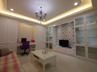 Salones de estilo  de 高筌室內設計,