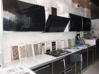 Cucina moderna di REYHAN MUTFAK I BANYO I DEKORASYON Moderno