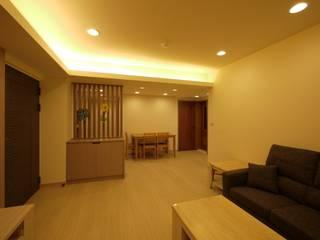 孝心 - 台北大安 - 舊屋翻新:  客廳 by 高筌室內設計