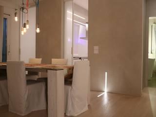 Salle à manger minimaliste par RO|a_ Minimaliste
