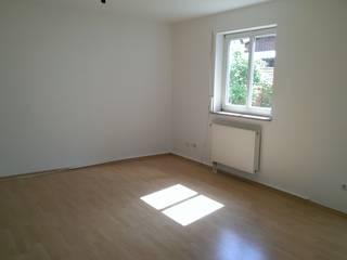Wohnzimmer ohne Möblierung       vorher:   von eva weiss home staging & styling