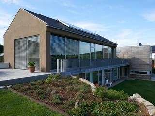 Einfamilienhaus auf der Alb mit Holz-Aluminium Fenster Moderne Fenster & Türen von Karl Moll GmbH Modern