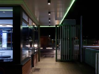 Carlswerk Pförtnerhaus Moderne Häuser von Lixar GmbH Modern