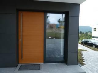 Haustüre aus Holz:  Fenster von Karl Moll GmbH