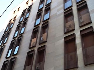 PLURIFAMILIAR VIVIENDAS Y DESPACHOS EN EL EIXAMPLE DE BARCELONA: Casas de estilo moderno de Estudio Arquitectura Ricardo Pérez Asin