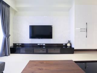 Modern Living Room by 微自然室內裝修設計有限公司 Modern