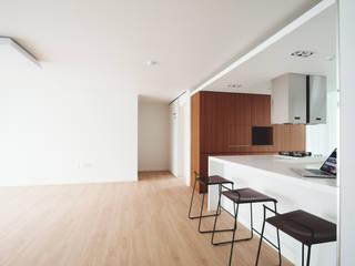 Salas de jantar modernas por 삼플러스 디자인 Moderno