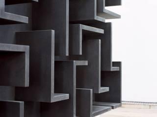 Kaos destilat Design Studio GmbH WohnzimmerRegale