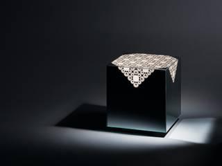 Grandma destilat Design Studio GmbH WohnzimmerCouch- und Beistelltische