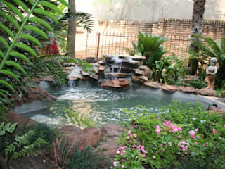 Waterfalls and koi:  Garden by Isivande fish ponds
