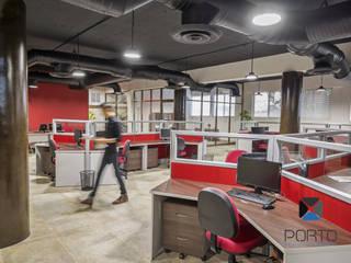 Escritórios industriais por PORTO Arquitectura + Diseño de Interiores Industrial