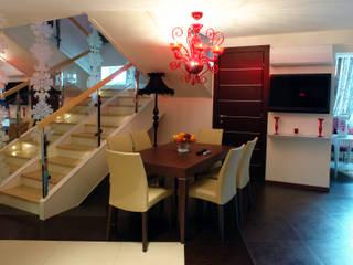 Квартира в двух уровнях для семьи.: Столовые комнаты в . Автор – Дизайнер интерьера