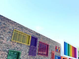 COLOR BOX Locaciones para eventos de estilo moderno de UNOCUATRO Moderno