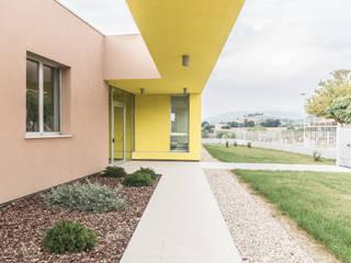 loggia d'ingresso: Case in stile  di Elsa Campolucci Architetto