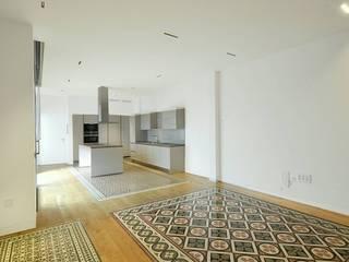 Casa Peter: Cocinas de estilo  de Morada arquitectura e interiorismo