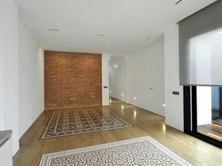 Casa Peter: Salones de estilo  de Morada arquitectura e interiorismo