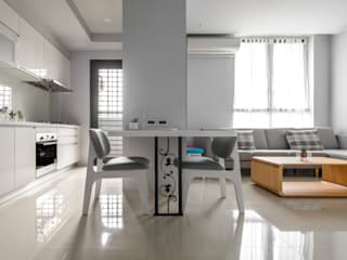 Minimalist dining room by 磨設計 Minimalist
