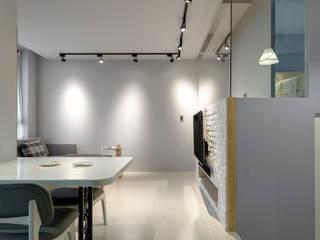Minimalist corridor, hallway & stairs by 磨設計 Minimalist