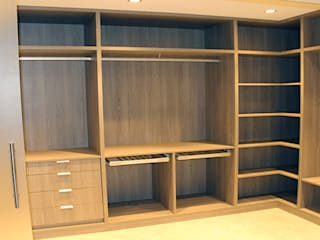 Walk in closets de estilo minimalista de ARCOtectura Minimalista