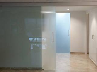 Puertas y ventanas minimalistas de ARCOtectura Minimalista