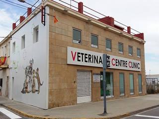 Centro clínico veterinario: Clínicas de estilo  de ARCOtectura