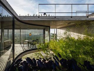 Casa LEnS:   por obra arquitetos ltda