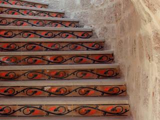 Pasillos y vestíbulos de estilo  de Ebru Erol Mimarlık Atölyesi