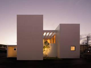 外観夕景: Atelier Squareが手掛けた家です。,