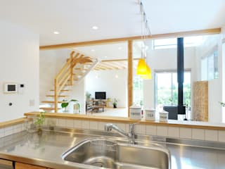 Eclectic style kitchen by 株式会社 建築工房零 Eclectic