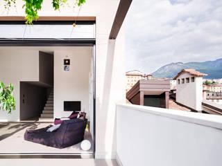 Casa RR raro Modern balcony, veranda & terrace