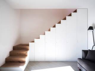 Casa RM raro Modern corridor, hallway & stairs