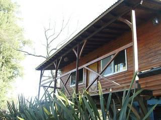Carpintería y Decoración La Cucha Nhà phong cách mộc mạc