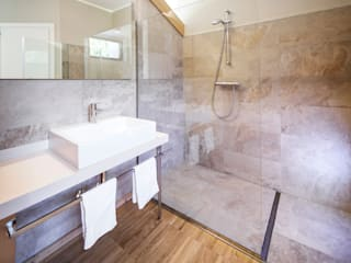 modern Bathroom by raro