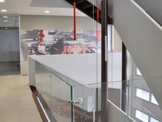 SCALA IN FERRO: Studio in stile in stile Minimalista di ARCHITETTO Ingrid Fontanili