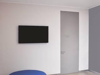 Pasillos, vestíbulos y escaleras minimalistas de ARCHITETTO Ingrid Fontanili Minimalista