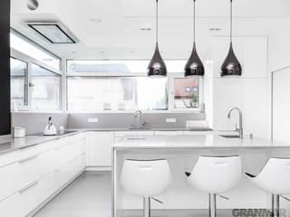 GRANMAR Borowa Góra - granit, marmur, konglomerat kwarcowy Cocinas de estilo minimalista Cuarzo
