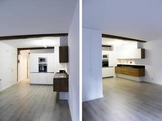 REFORMA INTEGRAL DE VIVIENDA EN DONOSTIA-SAN SEBASTIÁN Cocinas de estilo moderno de Ekain Arquitectura Moderno