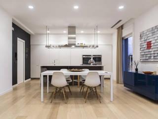 L 13: Sala da pranzo in stile in stile Minimalista di FADD Architects