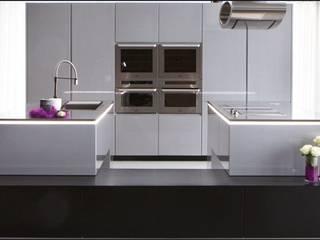 cozinhas modernas por RUI BESSA INTERIORES Moderno