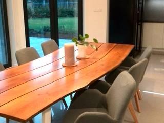 dom pod Warszawą: styl , w kategorii Jadalnia zaprojektowany przez Room19 -studio projektowania wnętrz