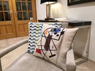 Peinture (Miro) Cushion:   by Banbayu