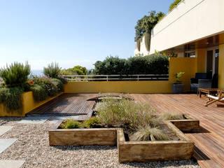 TERRAÇO - PORTO Varandas, marquises e terraços modernos por TERRA JARDIM Moderno