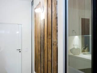 Projekty,  Korytarz, przedpokój zaprojektowane przez MELANIE LALLEMAND ARCHITECTURES, Industrialny