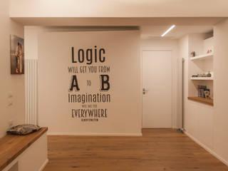 Pasillos y hall de entrada de estilo  por Architettura & Interior Design 'Officina Archetipo', Minimalista
