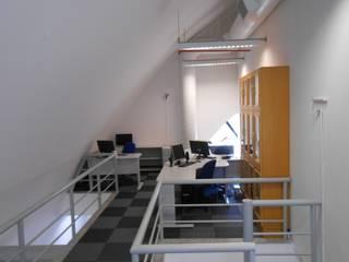 Palladino Arquitetura Modern Study Room and Home Office