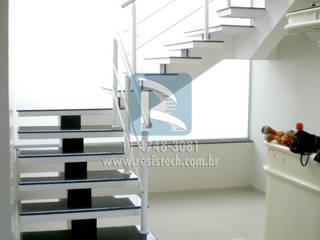 Escadas Viga Central Edifícios comerciais modernos por Resistech Escadas Moderno