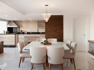 Столовая комната в стиле модерн от Ahph Arquitetura e Interiores Модерн