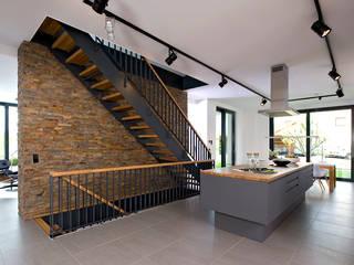 Heinz von Heiden GmbH Massivhäuser Ingresso, Corridoio & Scale in stile moderno