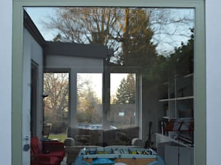 Extension & Reconfiguration in Hindhead, Surrey ArchitectureLIVE 现代客厅設計點子、靈感 & 圖片